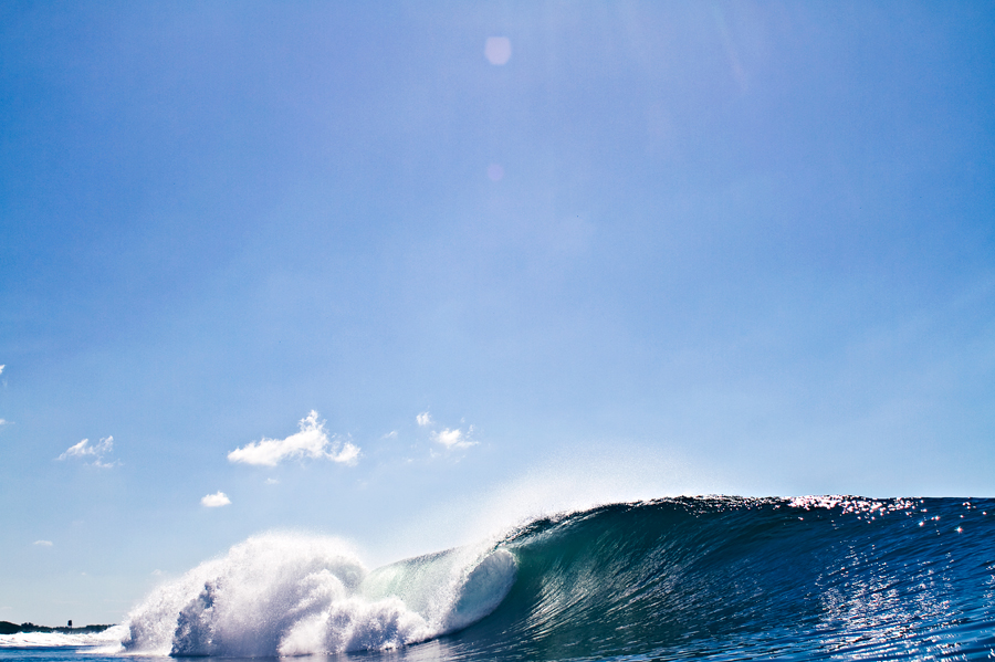 empty wave. wave photography. left. empty wave. beach photograph. surfing photography. surf photographer. central america.