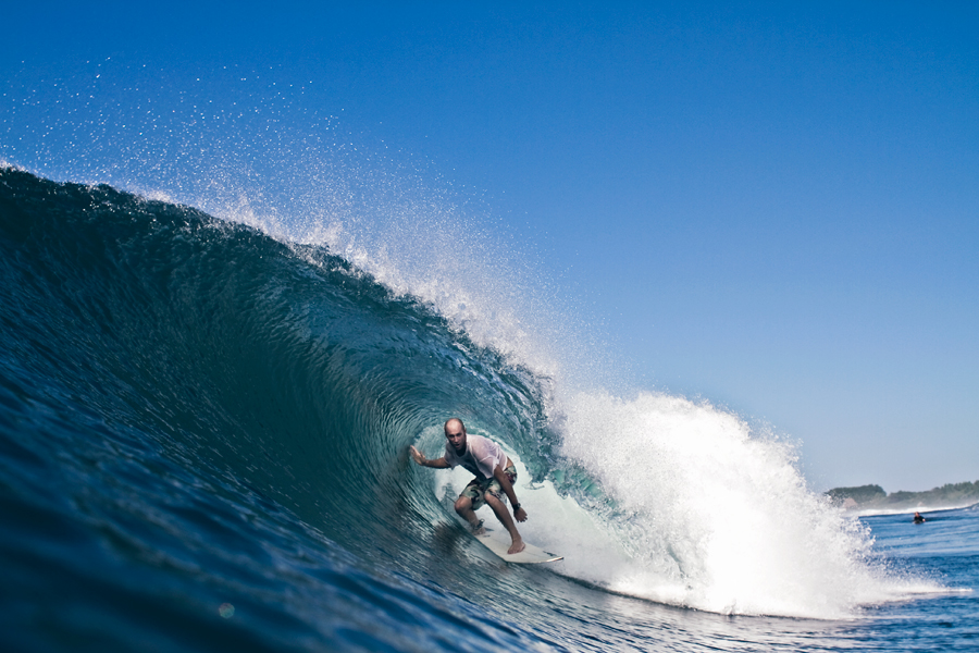 tyler thompson. surf photography. surf photographer. photo of surfer in wave. wave photography. beach photography. surf camp. surf report. pacific ocean.