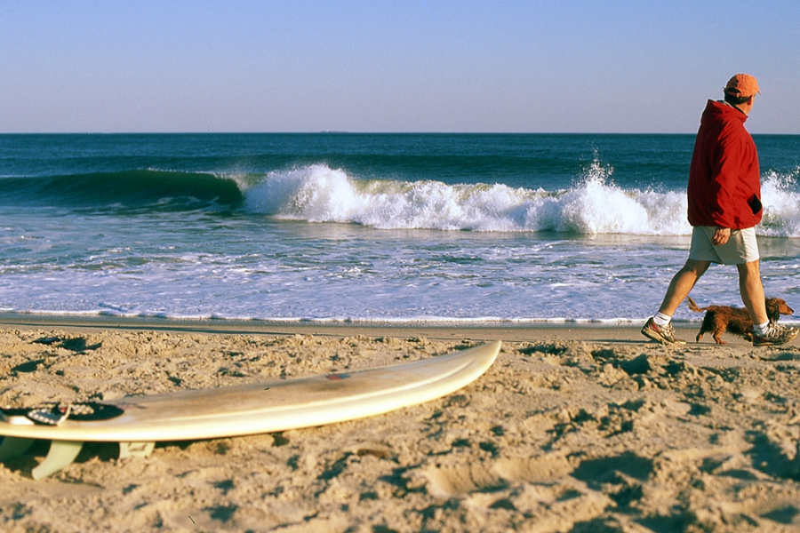 retro surf photo. stretch surfboard. velvia. 35mm photography. 35mm surf. film photographer. surf photographer.