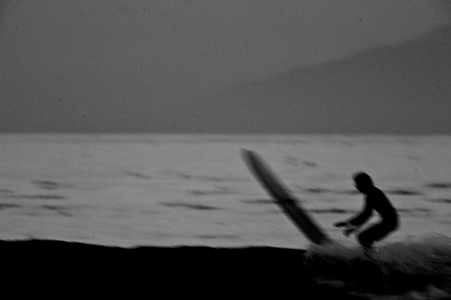surf black and white